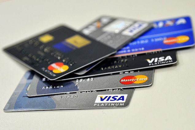 Juros do cheque especial caem e do cartão de crédito sobem em dezembro
