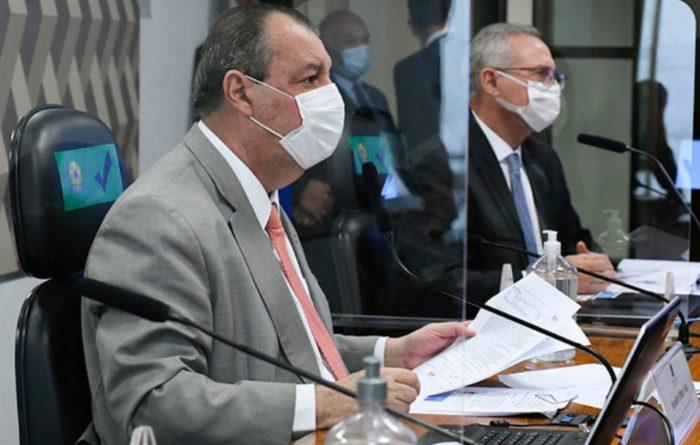 CPI retoma sessões com líder de Bolsonaro na mira